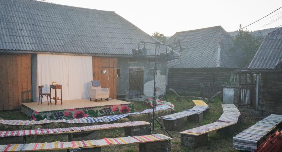 afis Satul și teatrul